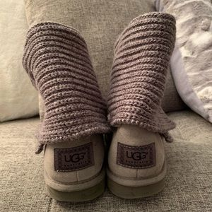 Classic UGG sweater boots like new in gray